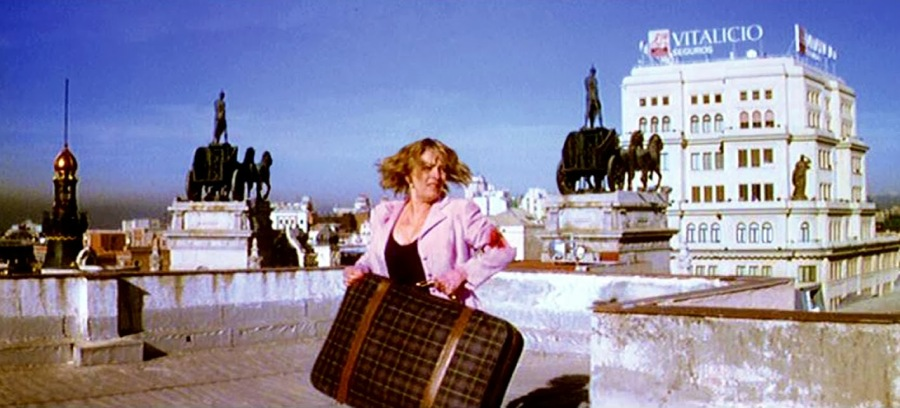 Carmen Maura en una escena del filme 'La comunidad'