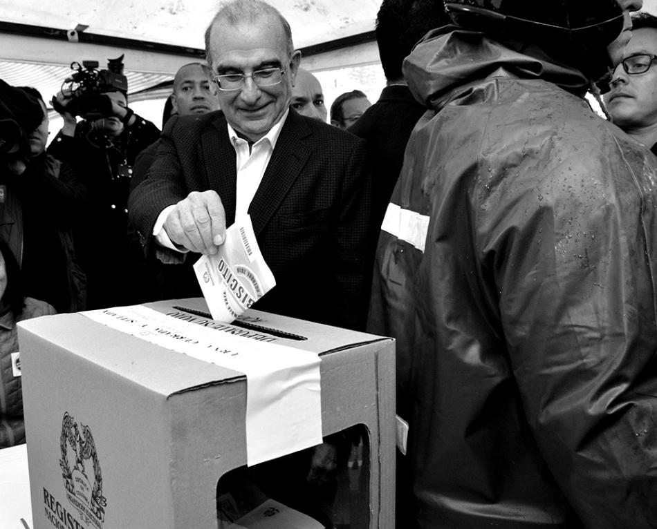 Humberto de la Calle votando el domingo 2 de octubre de 2016